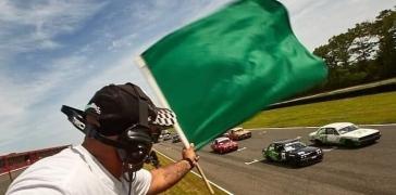 corner-worker-waving-the-green-flag-racing